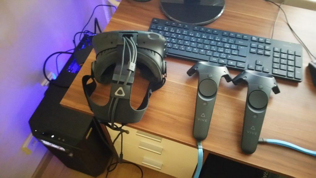 efede98cc HTC Vive je headset pre desktopovú virtuálnu realitu, teda tú najdrahšiu a  najkvalitnejšiu, určenú pre PC.